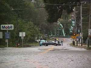 Picture of flooding in Plymouth, NH, Hurricane Floyd, the bridge over the Pemmigewasset River